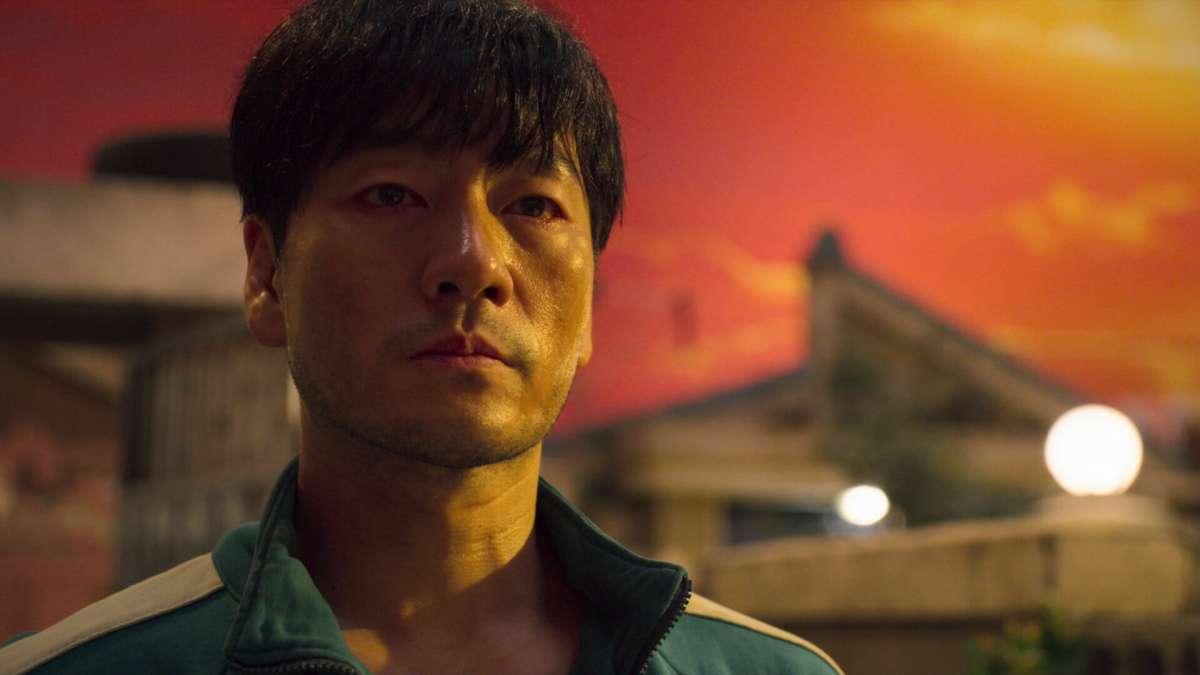 Sang-Woo spinge il vetraio