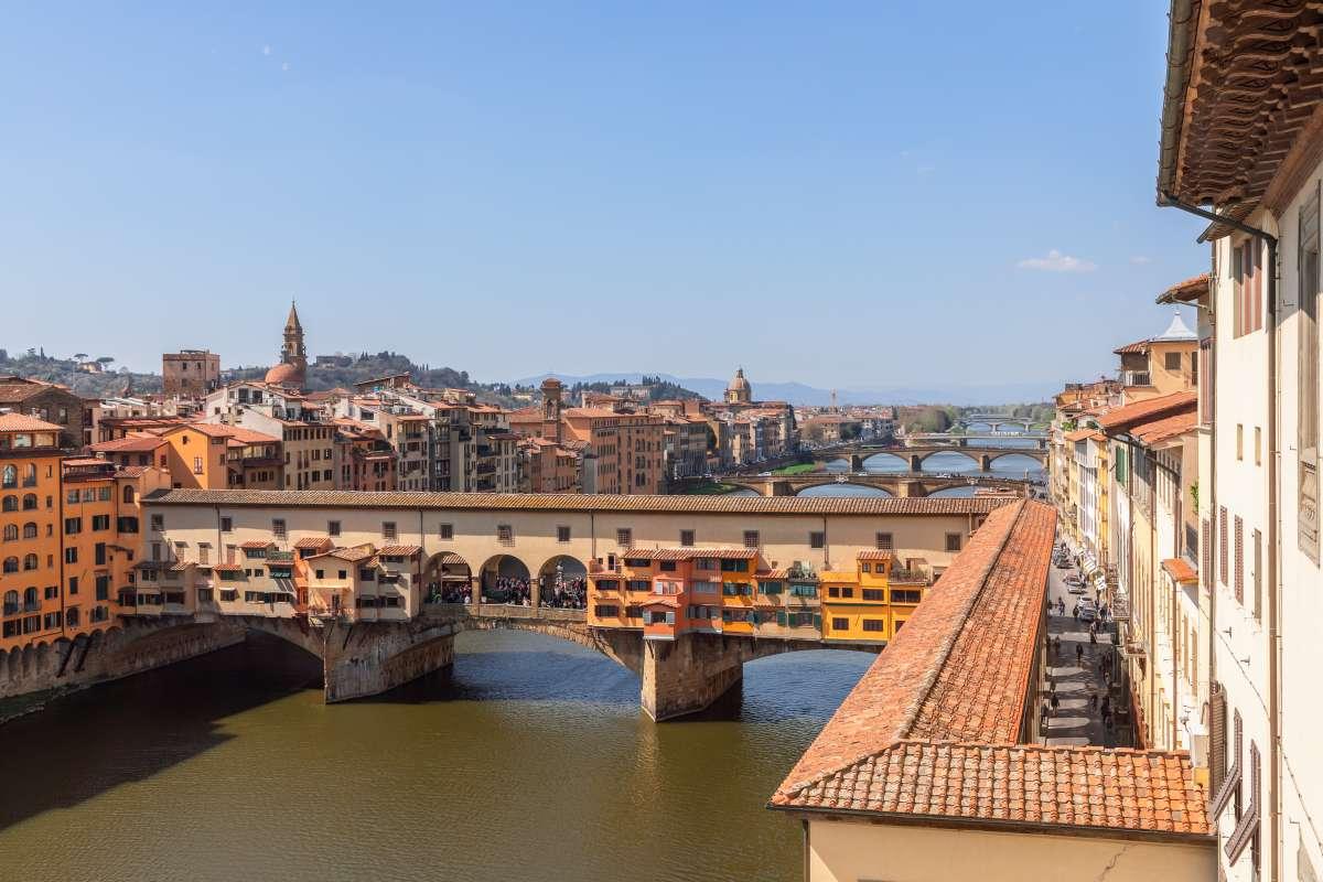 Firenze insolita: Ponte Vecchio e il corridoio Vasariano che passa proprio sopra di esso