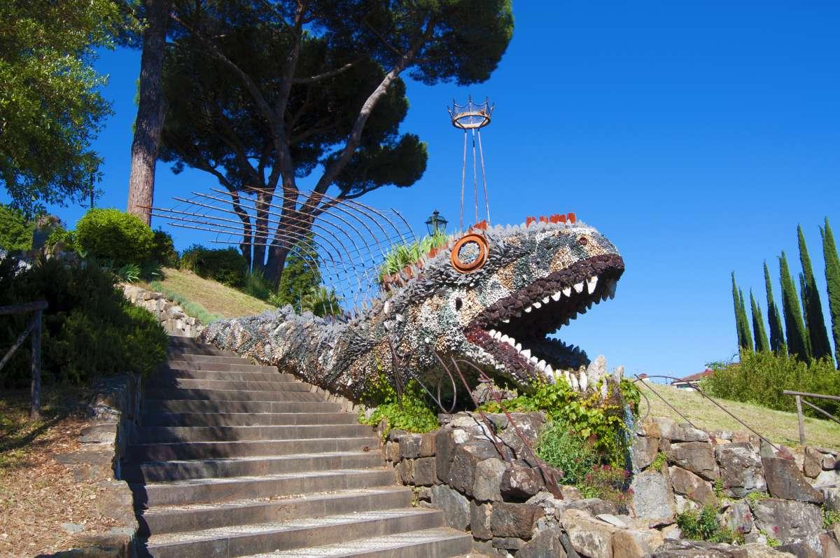 Firenze insolita: la scultura del rettile tipica degli Orti del Parnaso (o Giardini del dragone) a Firenze
